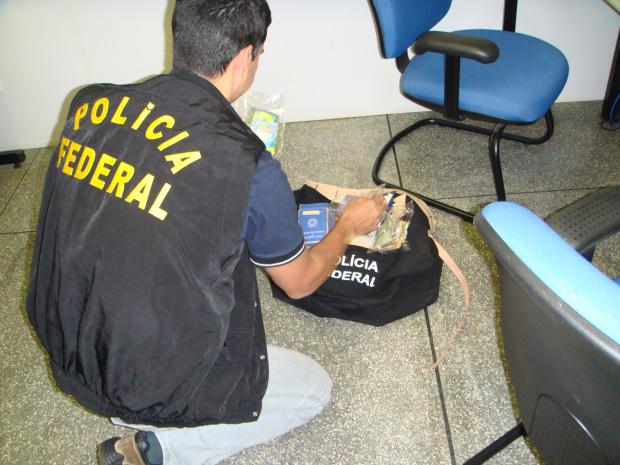 Operação da PF apreendeu cartões bancários que estavam nas mãos de supostos traficantes - Crédito: Foto : divulgação