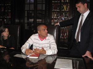 Deputada Clarissa Garotinho, cabo Benevenuto Daciolo e o deputado Flávio Bolsonaro em reunião na Alerj - Crédito: Foto: Lilian Quaino/G1