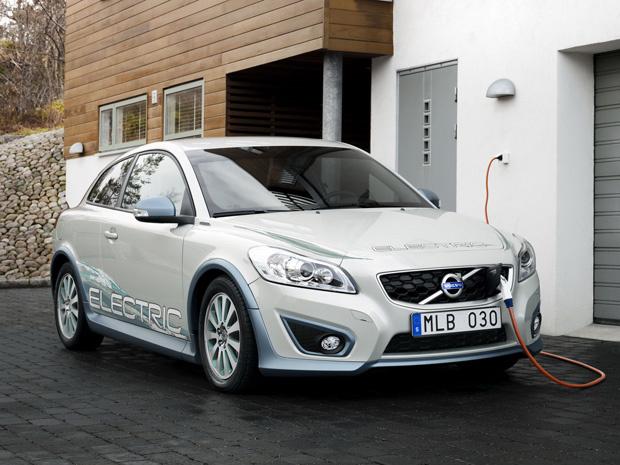 Volvo C30 Electric pode ser recarregado em tomadas convencionais - Crédito: Foto: Divulgação