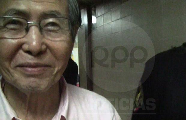 O ex-presidente peruano Alberto Fujimori chega a hospital de Lima para exames em 9 de junho, em imagem da TV local - Crédito: Foto: AP