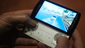 'Xperia Play' roda games da família PlayStation  - Crédito: Foto: Manu Fernandez/AP