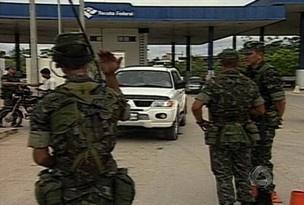 Soldados fiscalizam posto da Receita Federal em Corumbá - Crédito: Foto: Reprodução/TV Morena