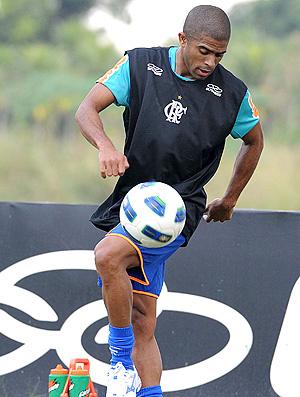 Junior Cesar diz que sentiu a falta de ritmo contra o Furacão - Crédito: Foto: Alexandre Vidal / Fla Imagem