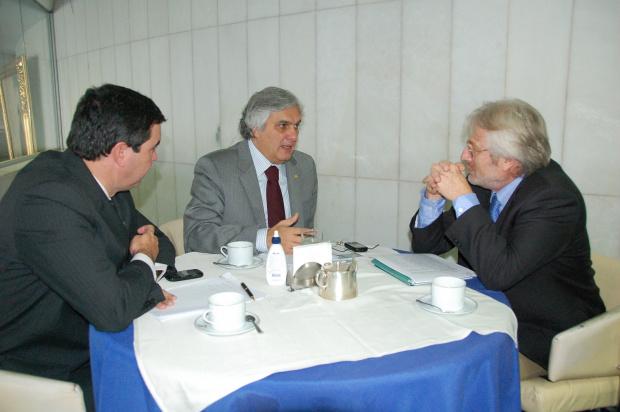 Delcídio Amaral durante encontro com Eduardo Riedel e Denis Rosenfield - Crédito: Foto : Divulgação