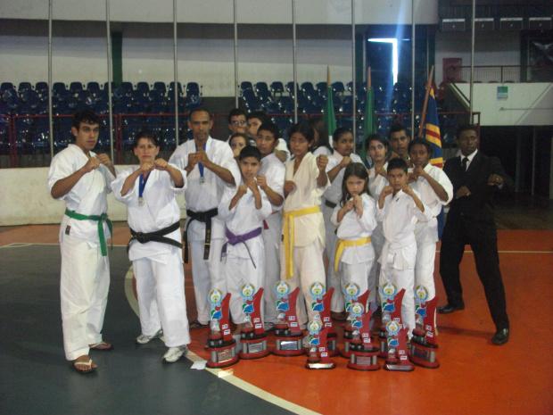 Equipe de caratecas da Associação Olímpica de Caratê que disputou o Brasileiro em Campo Grande - Crédito: Foto : Divulgação