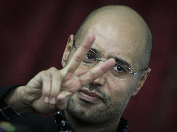 Saif al-Islam, filho de Kadhafi, durante encontro com aliados e jornalistas nesta quinta-feira - Crédito: Foto: AP