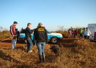 Corpo estava às margens da MS-477 em Dourados  - Crédito: Foto: Osvaldinho Duarte