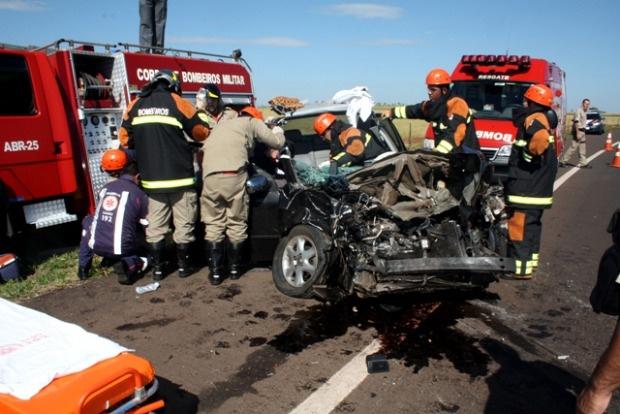 Vítima teve suspeita de fraturas e hemorragia interna, diz bombeiros - Crédito: Foto: Divulgação/Corpo de Bombeiros