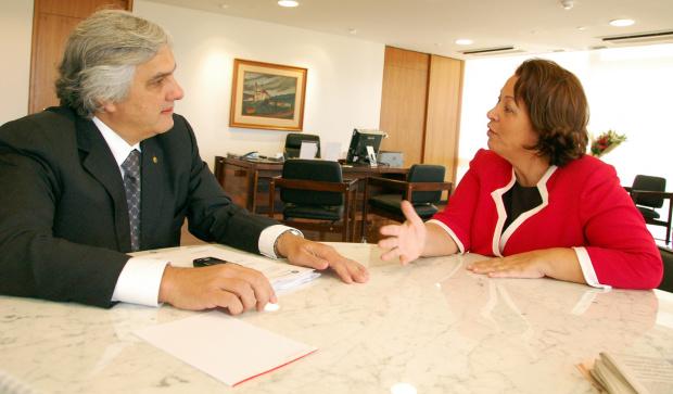 Senador Delcídio Amaral durante audiência ontem com a ministra Ideli Salvati - Crédito: Foto: Divulgação