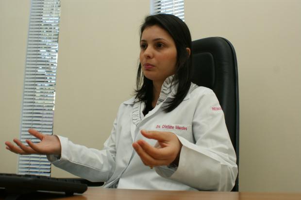 Médica reumatologista Cristiane Mendes, que atende na cidade de Dourados - Crédito: Foto : Hedio Fazan/PROGRESSO