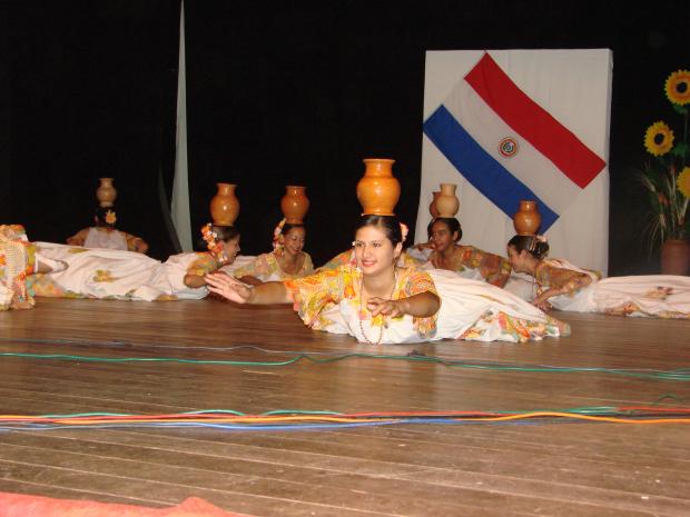 Grupo de dança representa a solidez da cultura paraguaia - Crédito: Foto : Divulgação