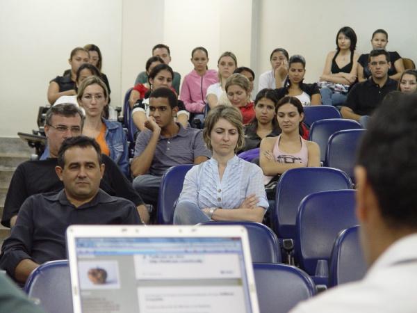 Professores e acadêmicos apresentaram suas experiências em outros países - Crédito: Foto: Divulgação