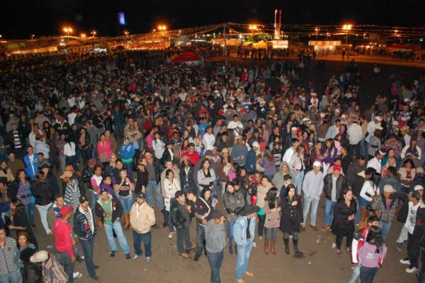 Incrementando a 34ª Festa da Fogueira, o prefeito Arilson entregou obras a população - Crédito: Foto : Divulgação