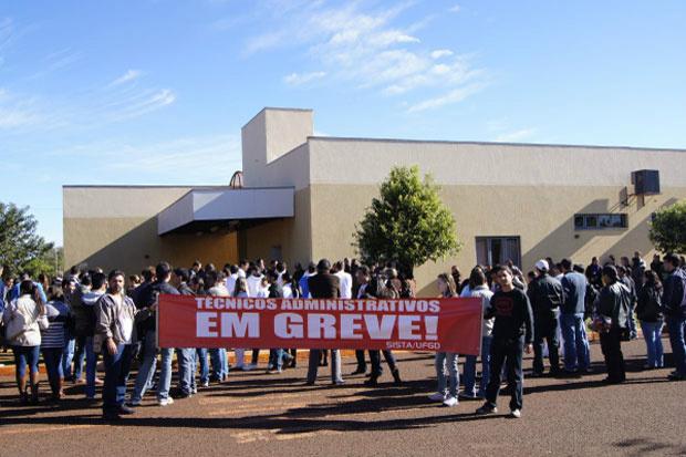 Técnicos administrativos lotados no HU decidiram aderir à paralisação nacional - Crédito: Foto : divulgação