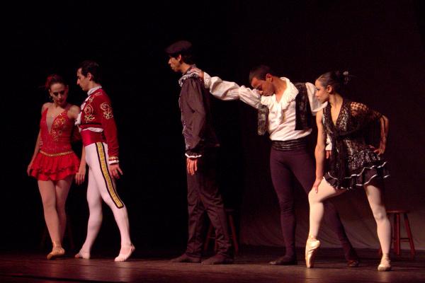 """""""Carmen"""" de Bizet e Danças Variadas - Crédito: Foto : Homero Torres"""