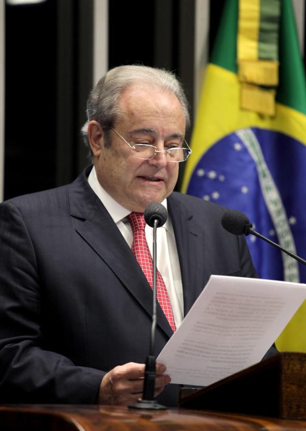 Antonio Russo recebe os cumprimentos de José Sarney - Crédito: Foto : Felipe Barra/Agência Senado