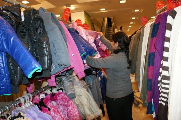 Com temperatura em queda, clientes lotam as lojas em busca de agasalhos - Crédito: Foto : Hédio Fazan/PROGRESSO