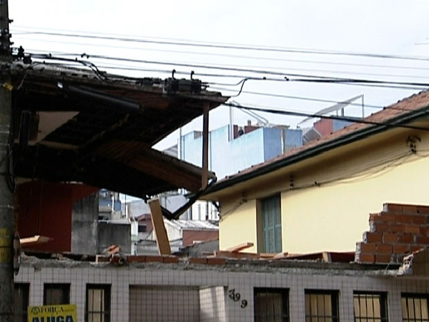 Parte de cima da casa desabou no Centro de São Paulo - Crédito: Foto: Reprodução/TV Globo