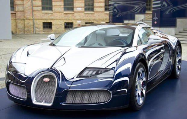 Bugatti Veyron 16.4 Grand Sport batizada de L'Or Blanc é inspirado em porcelanas - Crédito: Foto: JOHN MACDOUGALL/AFP