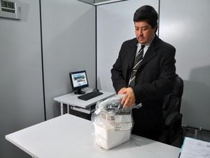 Delegado  mostra materiais apreendidos na casa de enfermeiro, em Sidrolândia - Crédito: Foto:/G1 MS