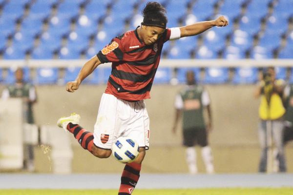 Ronaldinho comemora mais uma boa atuação pelo Flamengo -