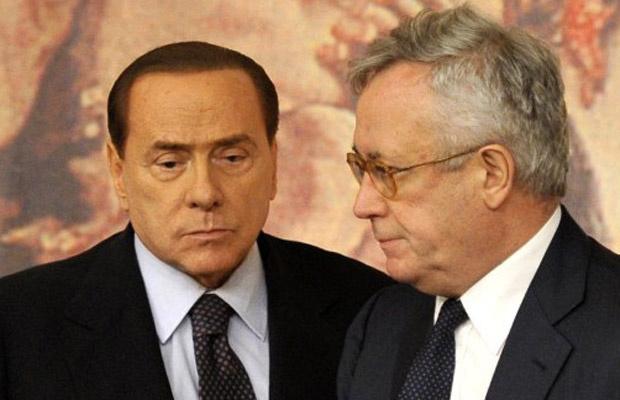 O premiê da Itália, Silvio Berlusconi, e o ministro de Finanças, Giulio Tremoni, em entrevista nesta quinta-feira - Crédito: Foto: AP