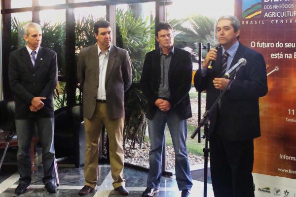 Rui Prado fala sobre a feira, com Seneri Paludo, Eduardo Riedel e Dalpasqual - Crédito: Foto : Rosane Amadori