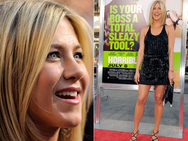 Jennifer Aniston posa no lançamento da comédia 'Quero matar meu chefe' em Hollywood, na quinta - Crédito: Foto: Chris Pizzello/AP