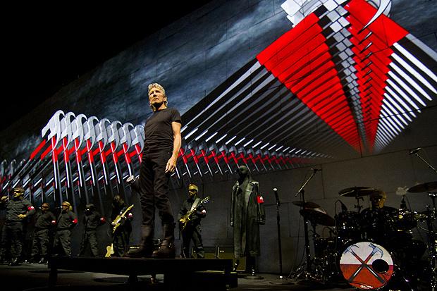 Roger Waters durante a turnê 'The wall'. Show tem muro/telão de 137 metros de largura - Crédito: Foto: Divulgação