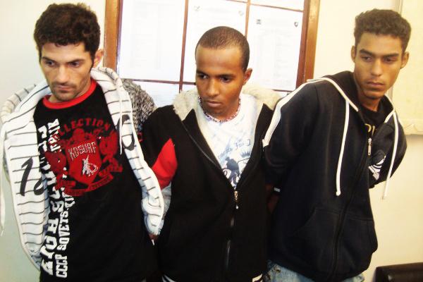 Trio preso acusado de assalto. - Crédito: Foto: Cido Costa