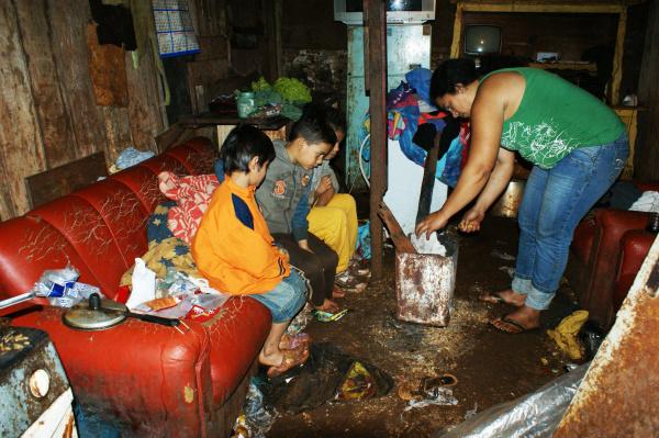 Crianças passam fome e frio em favela - Crédito: Foto : Hédio Fazan/PROGRESSO