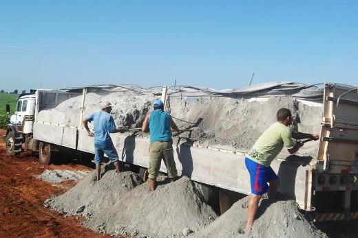 Calcáreo neutraliza acidez do solo e  aumenta a capacidade produtiva da terra - Crédito: Foto : Divulgação – Agraer