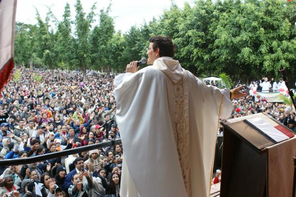 Celebração eucarística teve participação do padre Reginaldo Manzotti - Crédito: Foto: Hédio Fazan/PROGRESSO