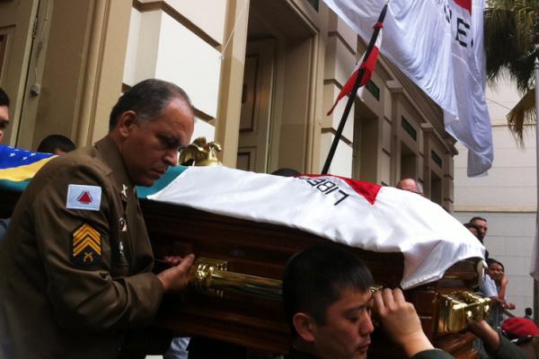Caixão com corpo do ex-presidente Itamar Franco é levado para o aeroporto de Juiz de Fora - Crédito: Foto :Tassia Thum/G1