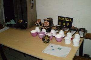 Cocaína encontrada em potes de creme para cabelo em Corumbá, MS - Crédito: Foto: Divulgação/DOF