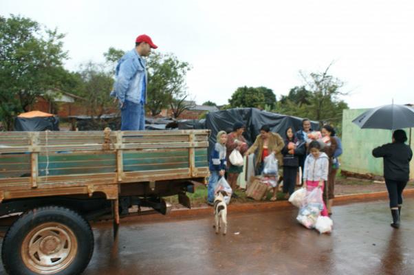 População entrega alimentos para famílias carentes do Brasil 500 - Crédito: Foto: Hédio Fazan/PROGRESSO