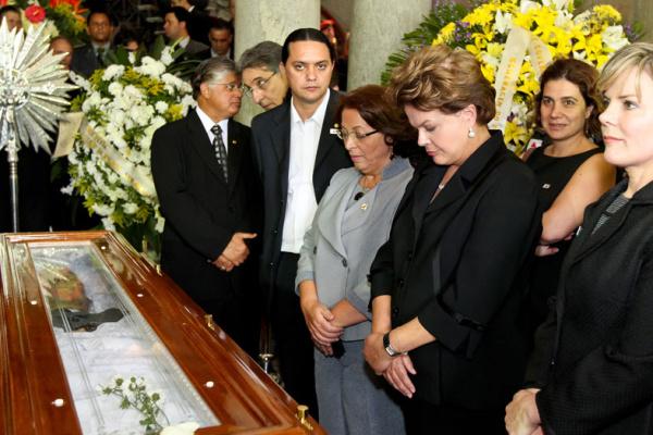 4/7 - A ministra Ideli Salvatti, a presidente Dilma Rousseff e a ministra Gleisi Hoffmann em velório do senador Itamar Franco - Crédito: Foto : Roberto Stuckert Filho/PR