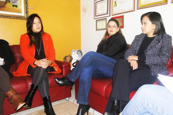 Kellyana Fernandes com representantes de empresas parceiras, em O PROGRESSO - Crédito: Foto: Homero Torres