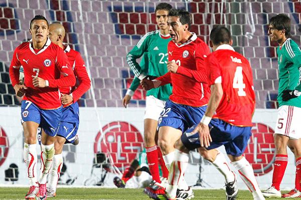 Paredes comemora gol de empate do Chile, que abriu caminho para a sofrida virada - Crédito: Foto: Reuters