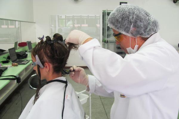 Rita de Cássia destaca diferença entre oleosidade e caspa -