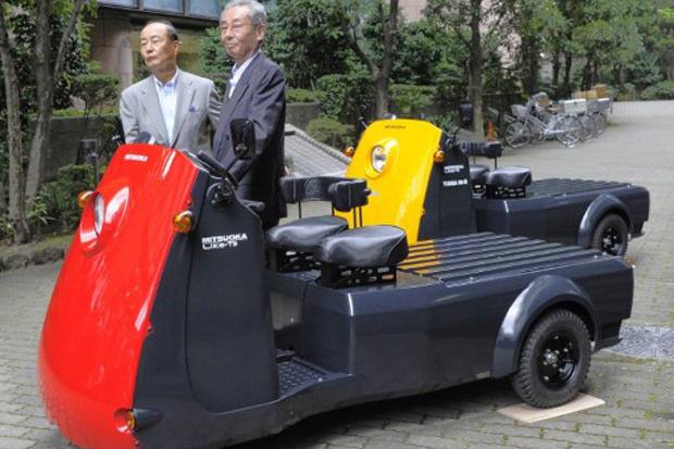 A montadora japonesa Mitsuoka Motor e a fabricante de baterias Yuasa M&B apresentaram nesta quinta-feira - Crédito: Foto: Toru YAMANAKA/AFP