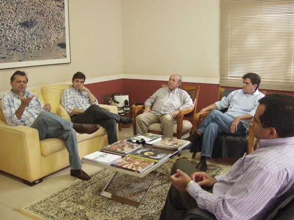 Diretoria da Acrissul durante reunião com Cléber Soares, diretor da Embrapa - Crédito: Foto:  Divulgação