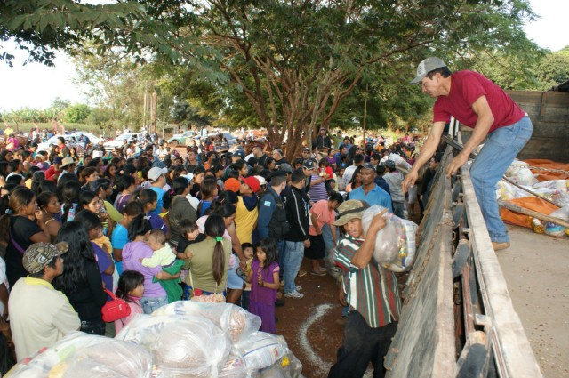 Famílias indígenas receberam as cestas básicas sem o leite em pó apreendido pela PF - Crédito: Foto: Hédio Fazan/PROGRESSO