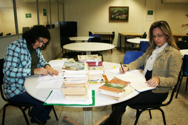 Historiadoras trabalham para concluir a pesquisa em Dourados - Crédito: Foto: Hédio Fazan/PROGRESSO