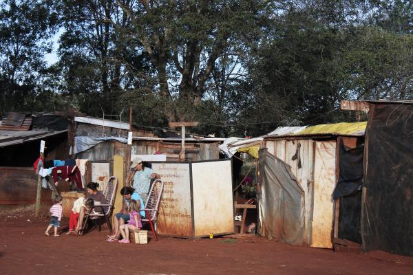 Vistoria nos barracos foi realizada pelo MP e o Conselho Tutelar de Dourados - Crédito: Foto: Homero Torres/PROGRESSO