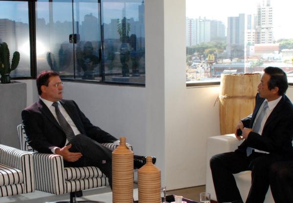 Sérgio Longen durante encontro com Sang Shik Park - Crédito: Foto: Divulgação