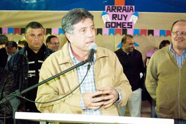 Murilo discursa durante entrega da reforma da Escola Ruy Gomes na Vila São Pedro - Crédito: Foto: Divulgação