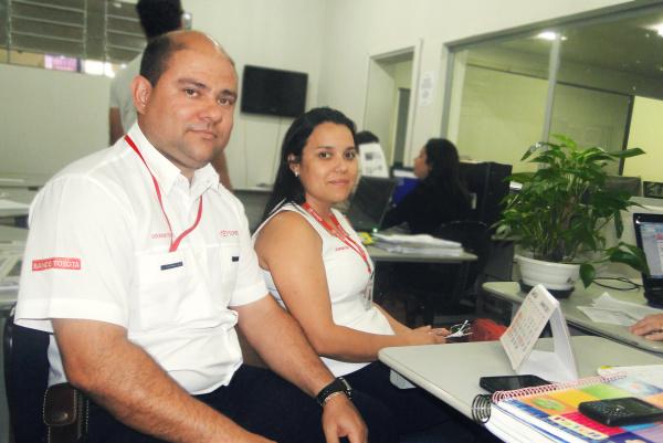 Gerente pós venda, Humberto Soares Veríssimo e a Líder TSM, Claudenir Soares - Crédito: Foto: Jorge Eduardo/PROGRESSO