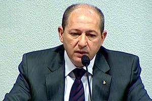 O diretor afastado do Dnit, Luiz Antônio Pagot, durante audiência em comissão do Senado nesta terça - Crédito: Foto: Reprodução / TV Senado