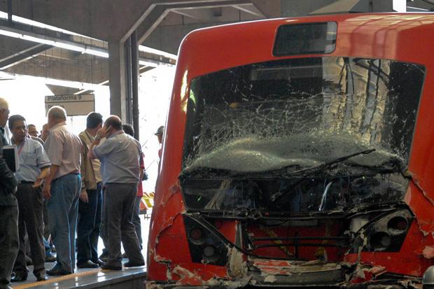 Trem fica destruído após colisão - Crédito: Foto: Keren Chernizon/Futura Press